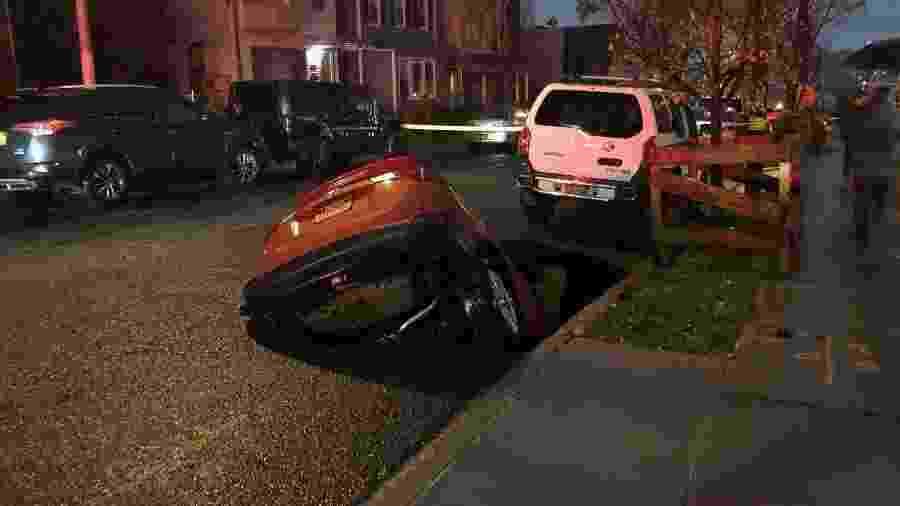Veículo pertencia a Thupten Topjy, motorista particular, que não se feriu - @BobHoldenNYC/Twitter