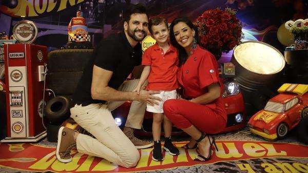 Ivy Moraes ao lado do ex-marido Rogério Fernandes e do filho Luiz Miguel