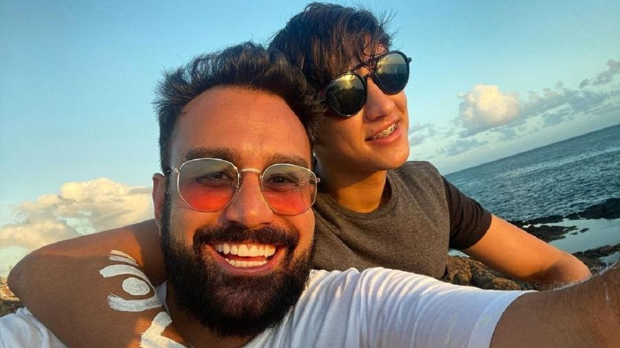 Fábio Ramalho, apresentador da RecordTV, ao lado do namorado - Reprodução/Instagram