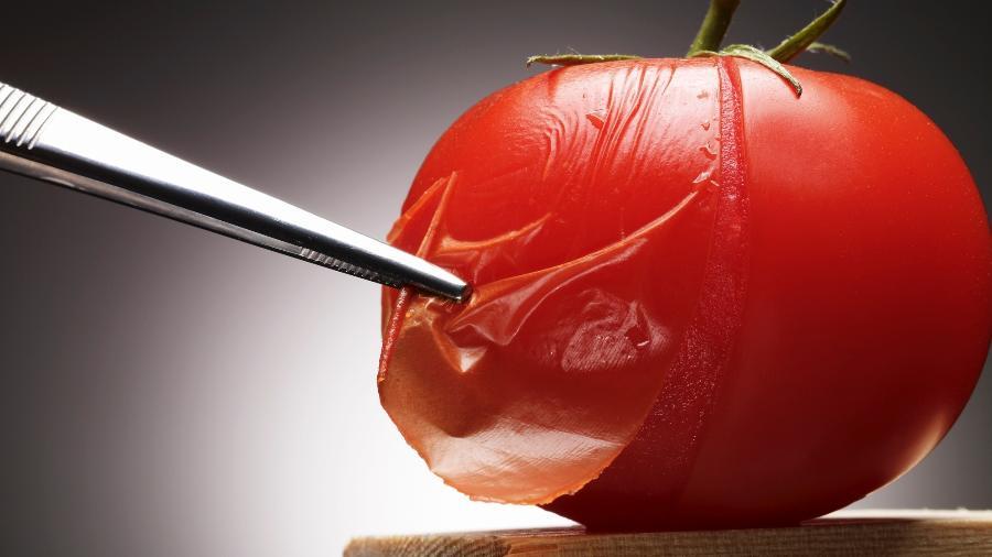 Se cozido, tomate com pele pode ser desagradável na boca - Max Oppenheim/Getty Images
