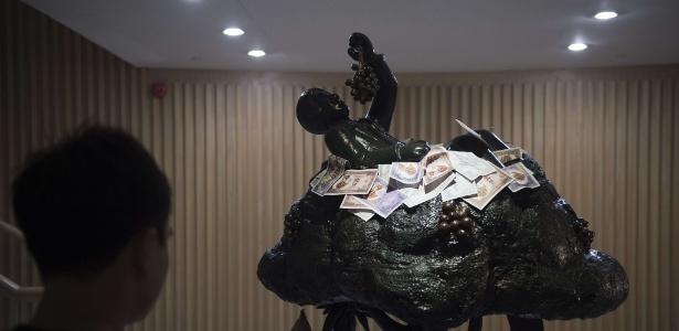 Museu na Tailândia reúne obras de arte para relembrar escândalos de corrupção do país -  AFP PHOTO / Nicolas ASFOURI