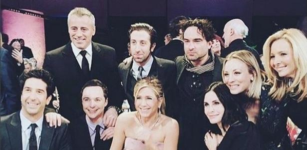 """Elenco de """"Friends"""" se reúne para gravar especial e posa com atores de """"The Big Bang Theory"""" - Reprodução/Instagram/kaleycuoco"""