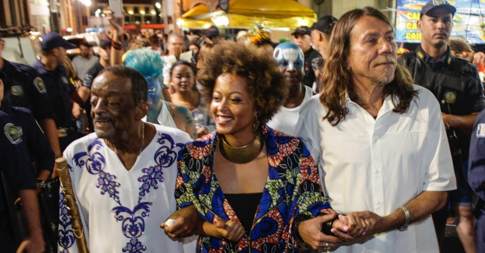 05.fev.2015 - Naná Vasconcelos, Sara Tavares e Lenine abrem o Carnaval do Recife