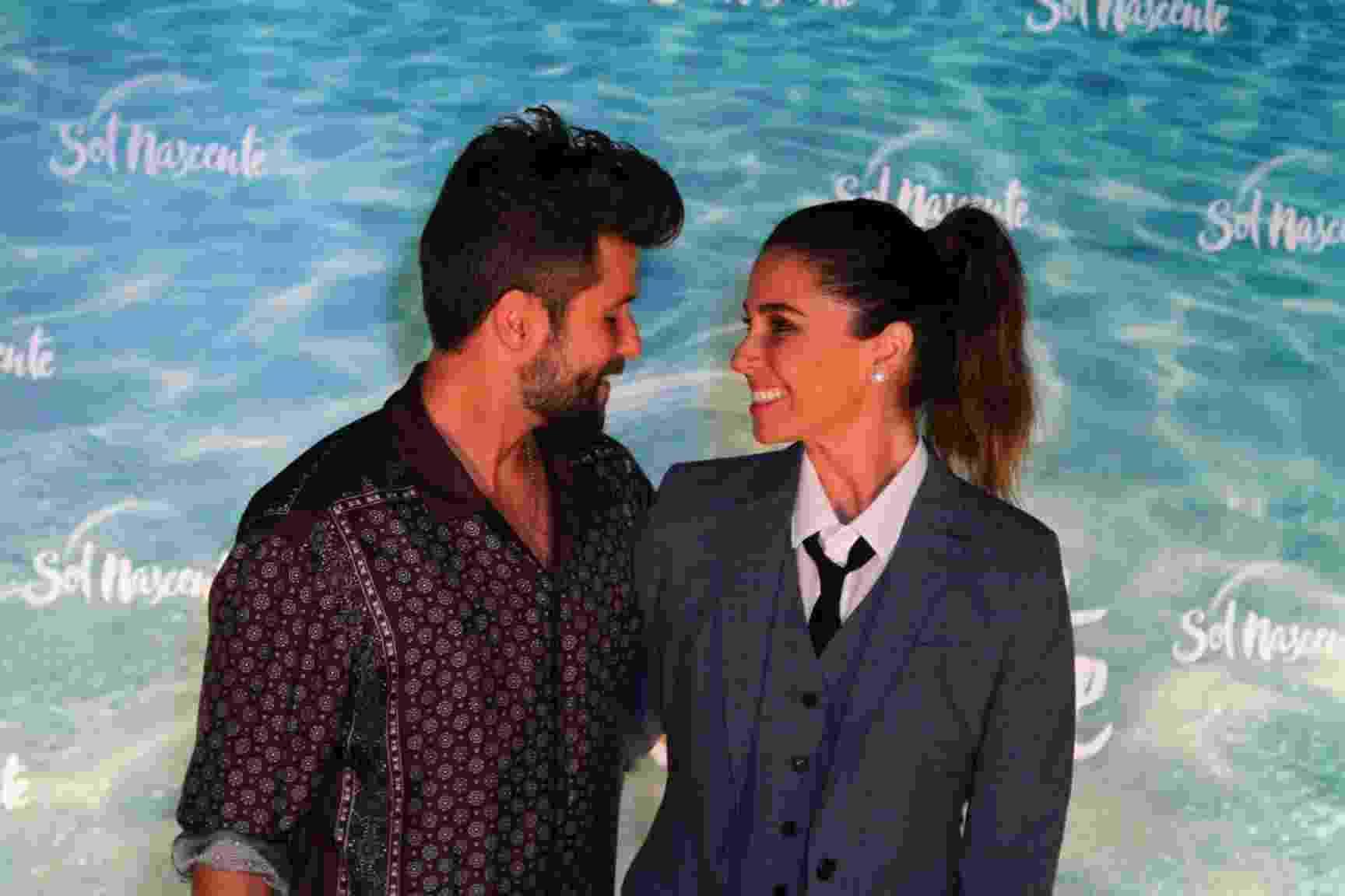 """25.ago.2016 - Bruno Gagliasso e Giovanna Antonelli posam para fotos na festa de lançamento da novela """"Sol Nascente"""" - Fabio Moreno/AgNews"""