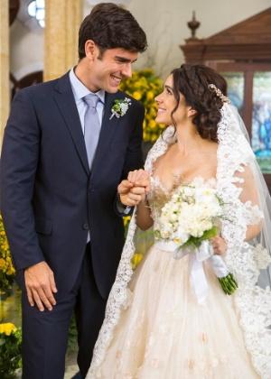 """Felipe (Marcos Pitombo) e Shirlei (Sabrina Petraglia) se casam na reta final de """"Haja Coração"""" - Reprodução/Haja Coração/Gshow"""
