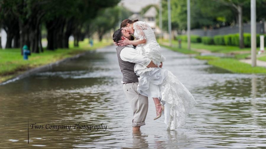 Chris e Shelley Holland, que se casaram apesar da tempestade Harvey - Reprodução/Facebook