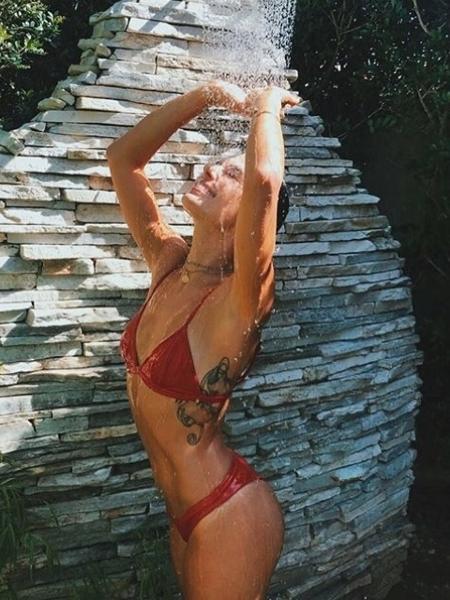 Tá calor, tá calor! Isis Valverde toma aquela ducha refrescante - Reprodução/Instagram