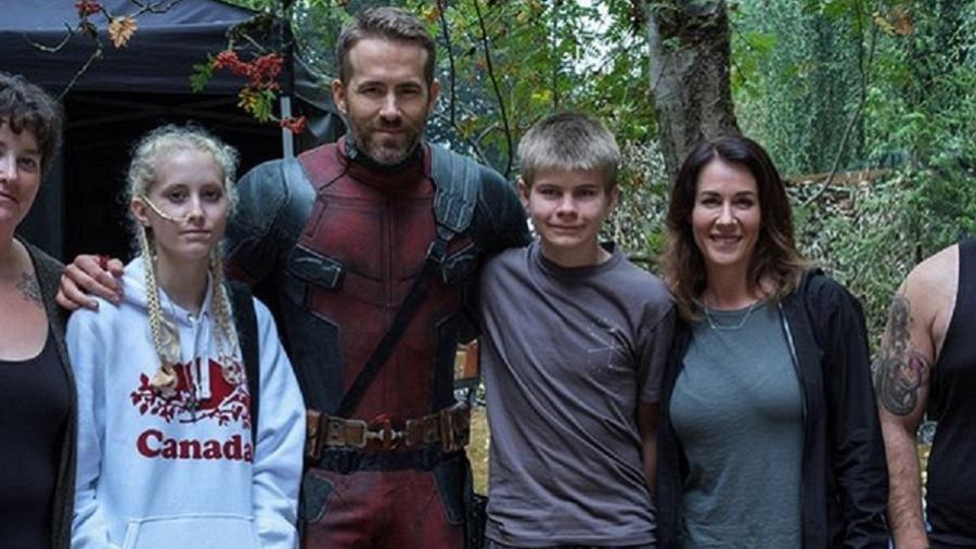 """Ryan Reynolds recebe crianças com câncer terminal no set de """"Deadpool 2"""" - Reprodução/Instagram"""