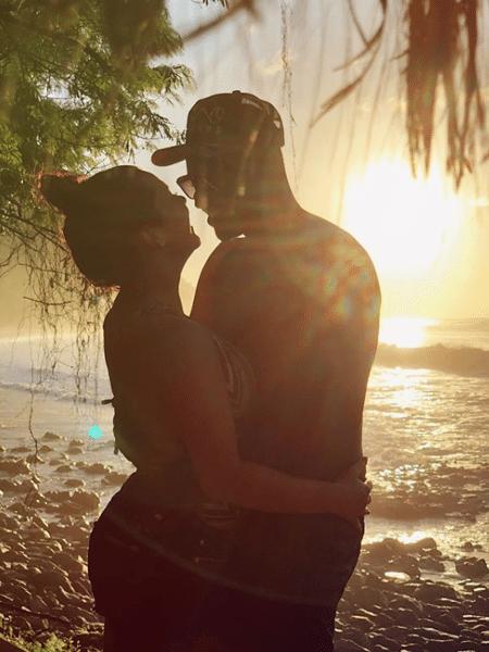 Fernanda Souza e Thiaguinho celebraram as bodas de trigo na praia - Reprodução/Instagram
