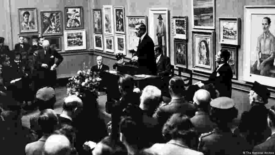 Noite de abertura da exposição de artistas brasileiros na Royal Academy of Arts de Londres, em 1944 - The National Archive