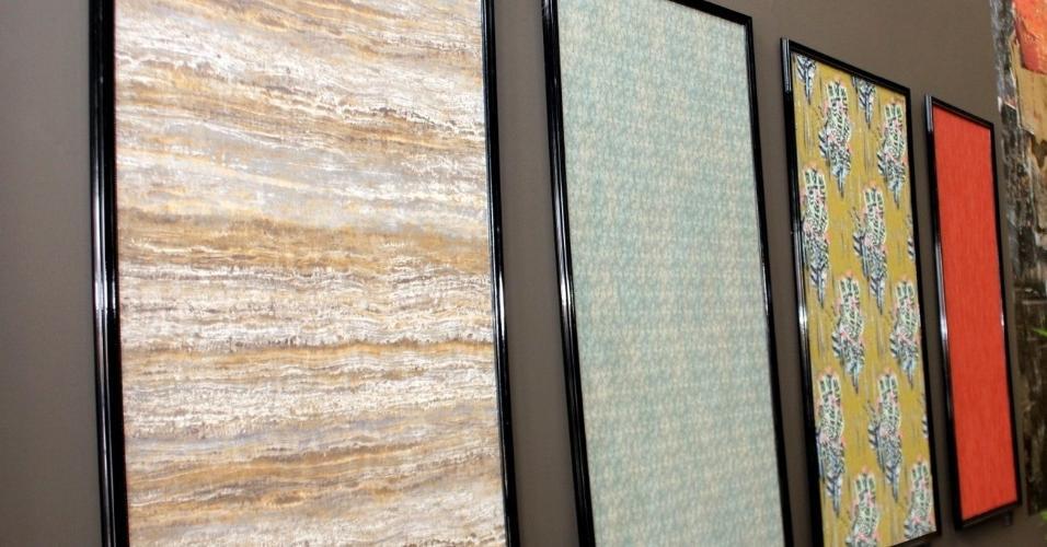 Mari Capeletti, fundadora da Casalille, importadora e distribuidora de tecidos e papéis de parede europeus, criou uma série de telas decorativas usando esses revestimentos. Se quiser copiar é só esticar e colar o papel em uma base, que pode ser um pedaço de madeira ou outra superfície firme, e enquadrar