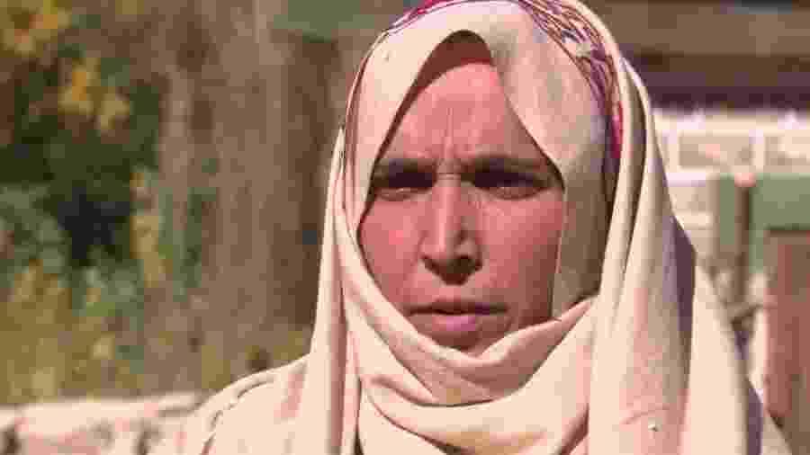 A paquistanesa Sherbano já ajudou centenas de mulheres a dar à luz. - BBC