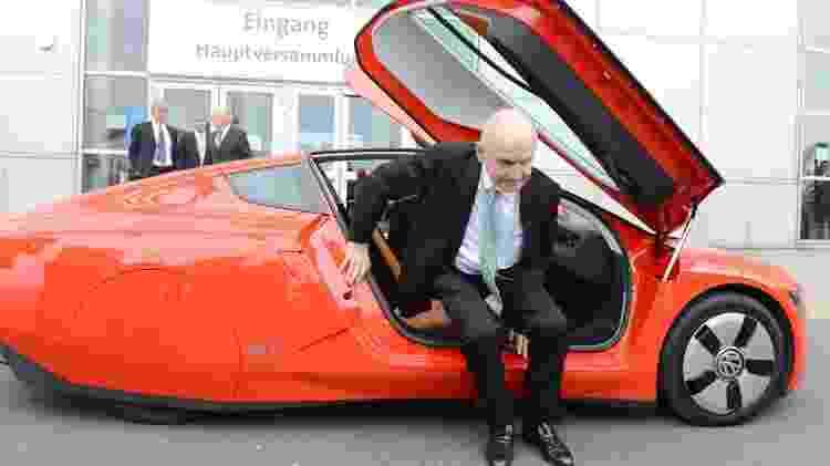 Ferdinand Piëch, a bordo de um VW XL1, em 2013; fontes dizem que ele comprou o novo Bugatti - Jochen Luebke/EFE