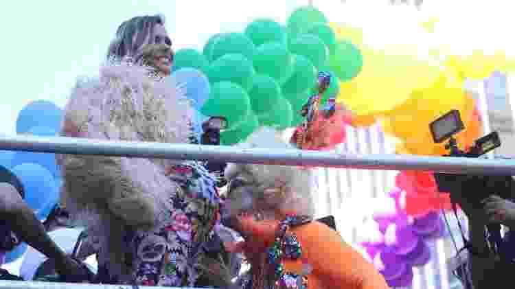 Fernanda Lima exibe barriga de gravidez durante Parada do Orgulho LGBT, em São Paulo - Amauri Nehn/Brazil News