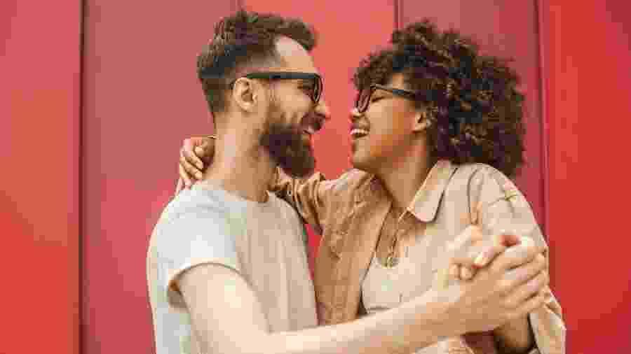 De acordo com especialistas, amor e sexo não andam exatamente juntos e é possível amar pessoas sem sentir atração sexual - iStock Images