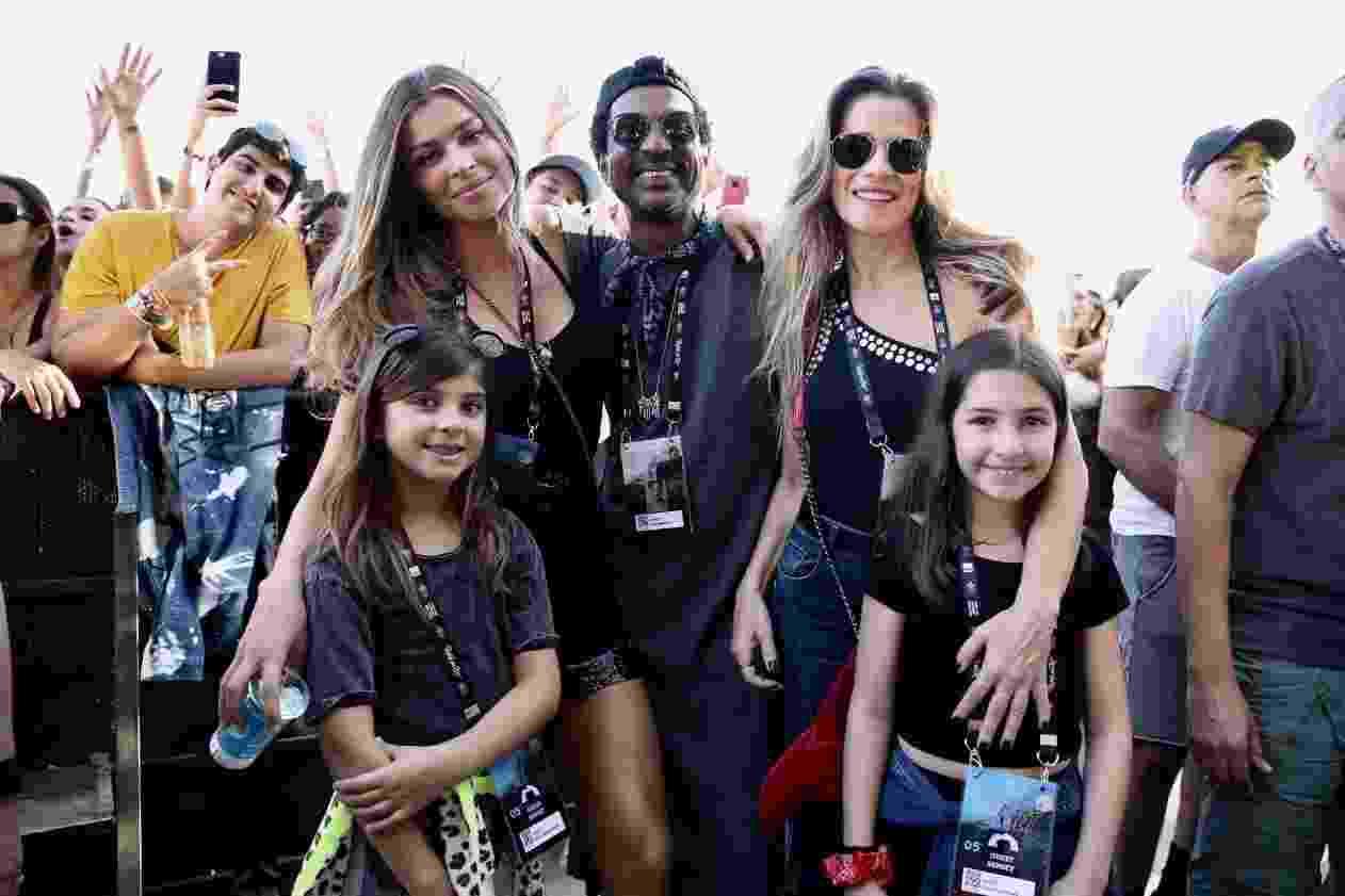 Elas aproveitaram os shows do Palco Susent ao lado dos atores Luis Miranda e Ingrendi Guimaraes.  - Roberto Filho/Brazil News