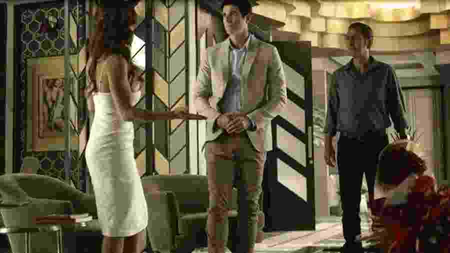 Régis (Reynaldo Gianecchini) e Amadeu (Marcos Palmeira) pedem a mão de Maria da Paz (Juliana Paes) - Globo