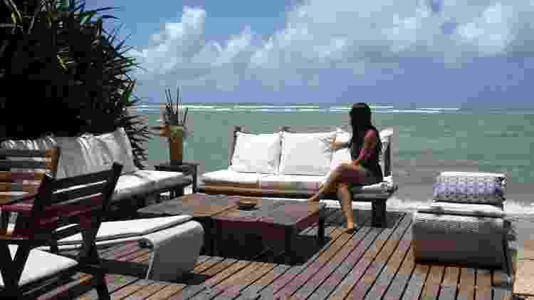 Lounge da barraca de praia Corujão, na praia de Araçaípe, em Arraial d'Ajuda  - Eduardo Vessoni/UOL