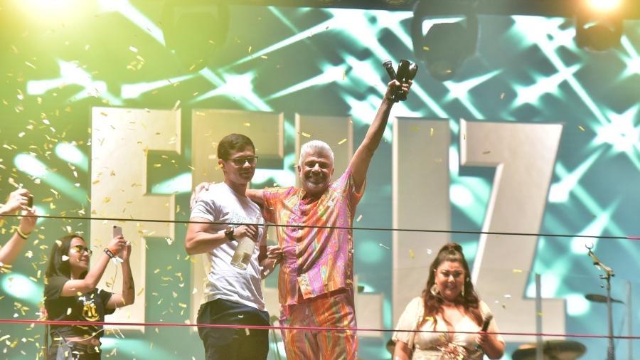 Lulu Santos e o marido, Clebson Teixeira, no palco da Avenida Paulista - Leo Franco/ AgNews
