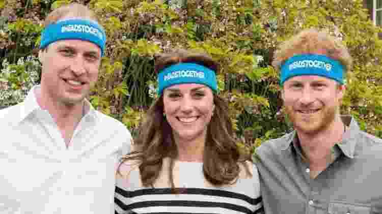 Harry e o duque e a duquesa de Cambridge apoiaram corredores do Heads Together durante a maratona de Londres em 2017 - The Royal Foundation/PA Wire