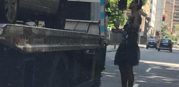 Deu ruim | Marcello Melo Jr. tem carro rebocado durante bloco no Rio