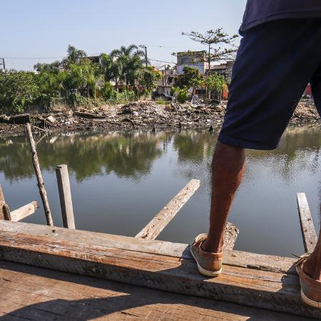 Ausência de saneamento básico na comunidade de Vila Gilda, em Santos (SP) (julho/2020) - Ricardo Matsukawa / UOL