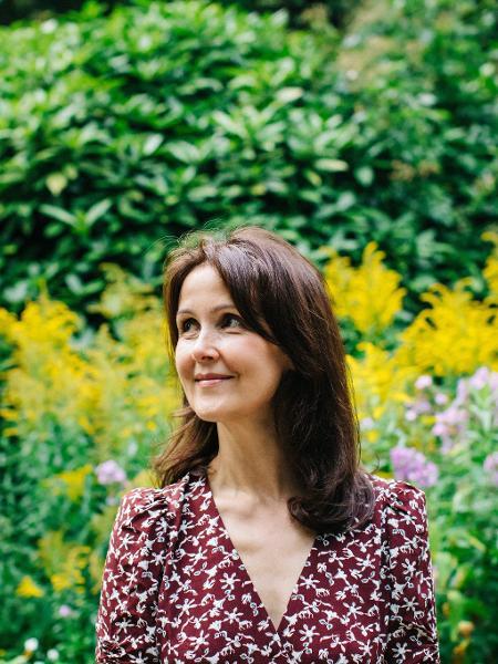 """A autora britânica de Sarah Haywood, do livro A vida de Susan Green no livro """"Susan Não Quer Saber do Amor"""" (Intrínseca) - Rachel Ryan / Divulgação"""