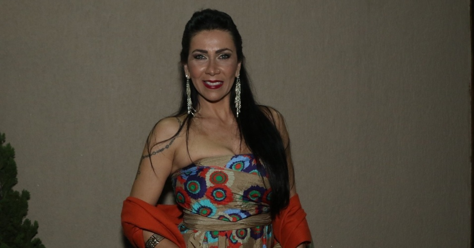 6.jun.2015- Denise Tacto marca presença no evento