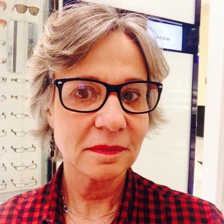 A professora Wanda Magalhães, 63, assumiu as mechas brancas há três anos - Arquivo Pessoal