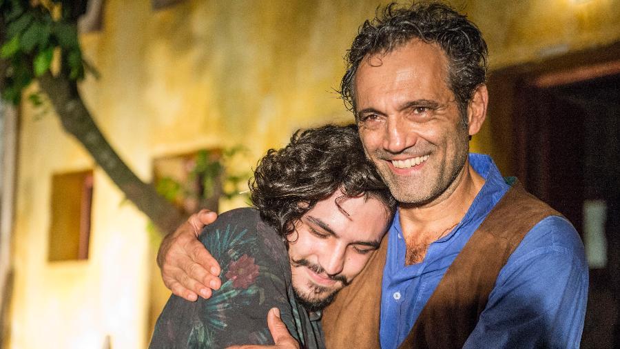 "Domingos Montagner com Gabriel Leone em cena da novela ""Velho Chico"" - Renato Rocha Miranda/TV Globo"
