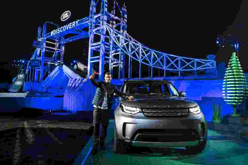 Land Rover Discovery apresentação cinza - Divulgação