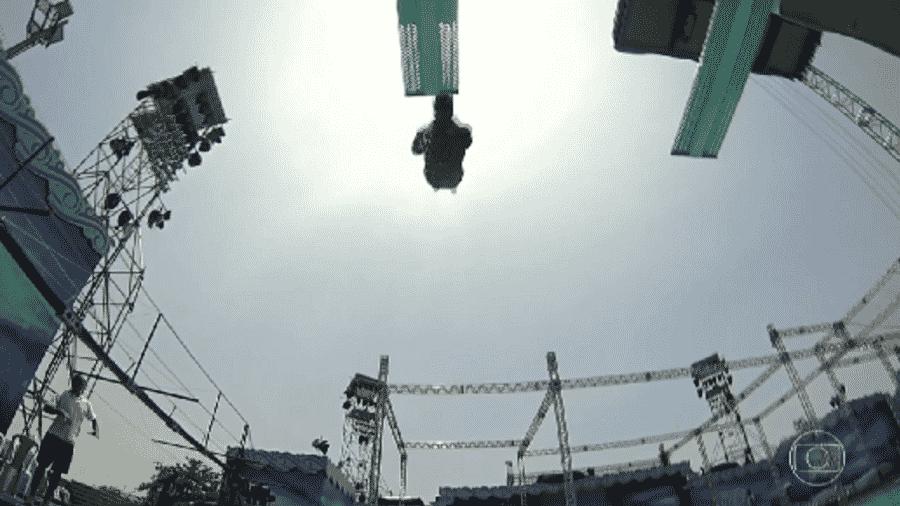 """Luciano Huck mostra imagem do momento em que Mariano se acidenta durante treinos para o """"Saltibum"""" - Reprodução/TV Globo"""