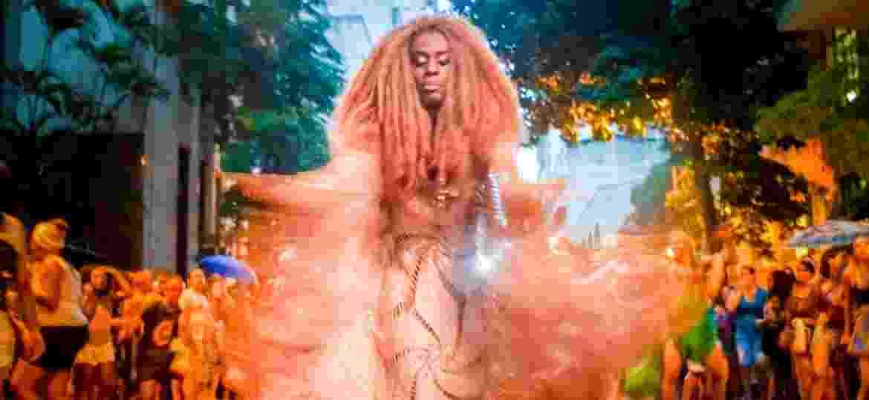 Rainha do Carnaval de Belo Horizonte, a diva Cristal Lopez desfila no bloco Angola Janga - Maxwell Vilela