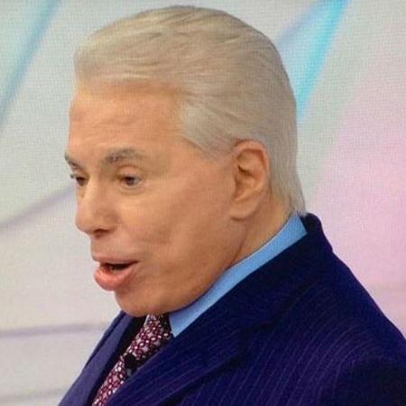 De cabelo branco, Silvio Santos grava seu programa no SBT  - Reprodução