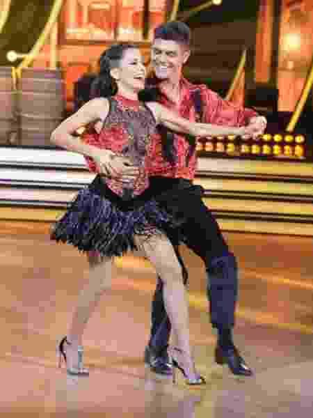 """Maytê e Paulo Victor ganharam os R$ 500 mil do prêmio da primeira temporada do """"Dancing Brasil"""" - Divulgação Record - Divulgação Record"""