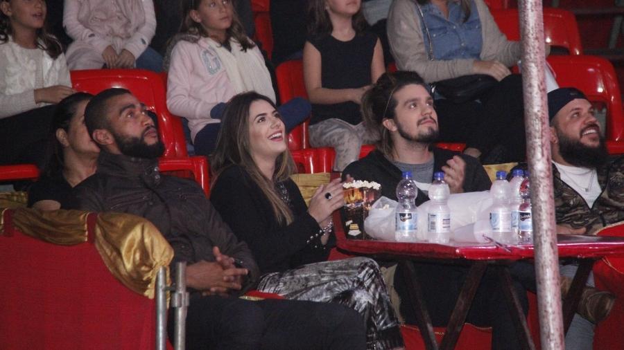 Luan Santana com a namorada, Jade Magalhães, em espetáculo circense no Rio -  Marcos Ferreira / Brazil new