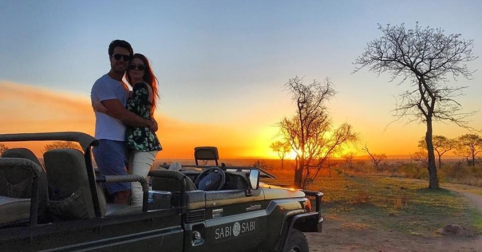 Marina Ruy Barbosa e Xandinho Negrão curtem o pôr do sol na África do Sul onde estão curtindo a lua de mel