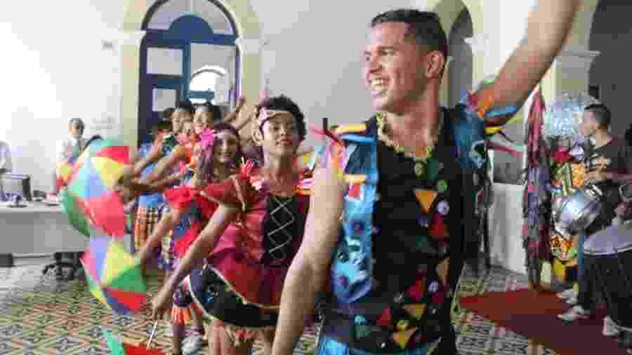 Dançarinos participam do anúncio da prefeitura de Olinda - Alice Mafra/Divulgação