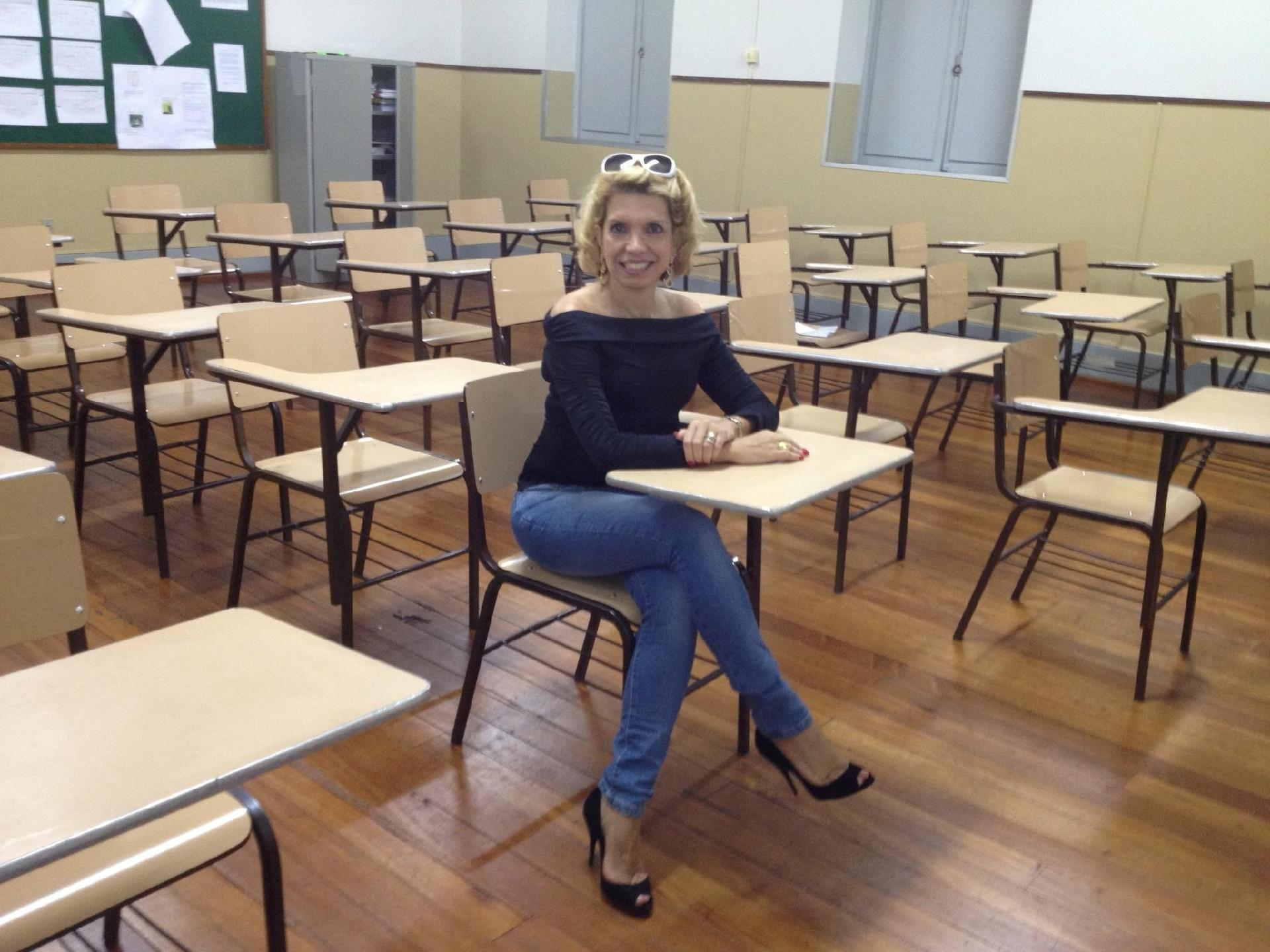 Resultado de imagem para Marília Castro Neves