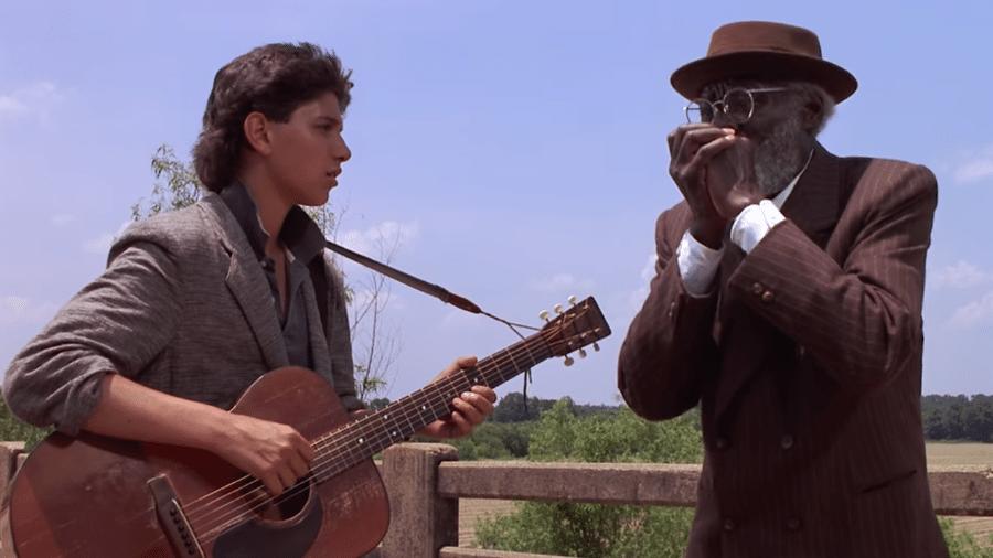 """Ralph Macchio e Joe Seneca em cena de """"A Encruzilhada"""" - Reprodução"""