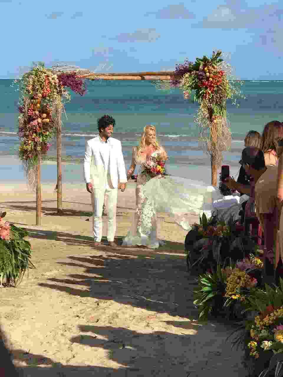 Jorge Sestini e Caroline Bittencourt se casam em São Miguel dos Milagres, em Alagoas - Filipe Paes/Studio 47