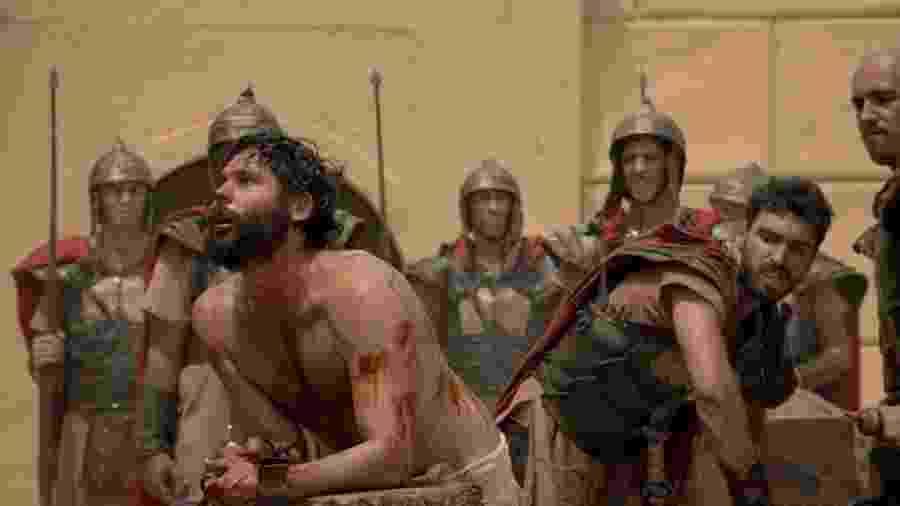 Eduardo Parlagreco interpreta  soldado Terencius, que surra Jesus (Dudu Azeved) na novela da Record  - Divulgação/Record
