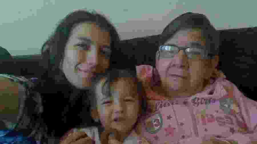 Gláucia, a filha Emily e Cotinha: Família acolheu a idosa após hospital onde ela morava ter fechado as portas - Acervo pessoal