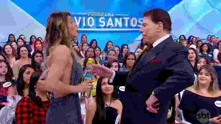 Silvio brinca com a apresentadora do Fofocalizando e a expulsa do Jogo dos Pontinhos - Reprodução/SBT