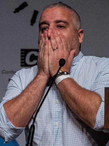 Guilherme Brammer se emociona na cerimônia de premiação da Folha - Eduardo Anizelli/Folhapress