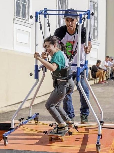 O projeto Skate Anima oferece adaptações que permitem deficientes físicos ou intelectuais a praticar o esporte - Reprodução do Instagram @skate_anima