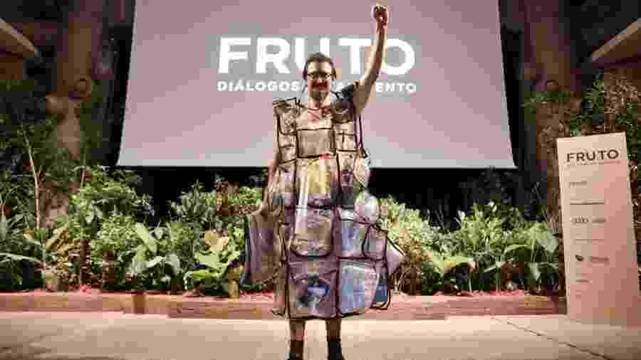 Peri Pane usa a performance para criar um olhar crítico sobre a geração de resíduos - Ricardo Dangelo/Divulgação