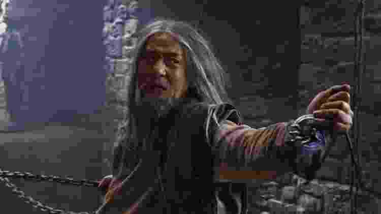 Jackie Chan em cena de 'Máscara de Ferro' (2019) - Reprodução - Reprodução
