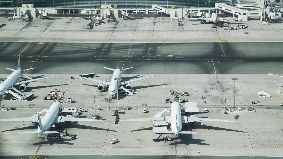 Aviões estacionados em aeroporto durante paralisação do setor - Getty Images/iStockphoto