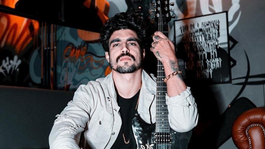 Caio Castro em foto tirada dentro do seu apartamento em São Paulo - Reprodução/Instagram
